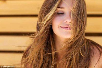 Si duhet të ushqeheni shëndetshëm për të patur flokë të merkullueshëm/ Ja cilat janë ato produktet që duhet të konsumoni