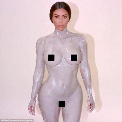 Kim Kradashian i nxjerr të gjitha: Pozon lakuriq për arsyen që s'jua merr mendja (FOTO)