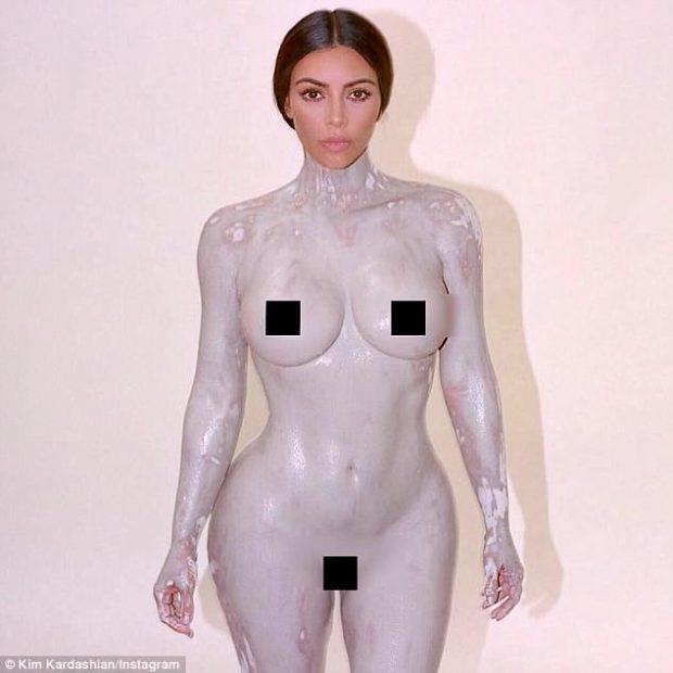 """""""SHUMË MË NDRYSHE SE SOT""""/ FOTO: Kim Kardashian me gojën """"plot"""". Ja si dukej në '98-ën"""