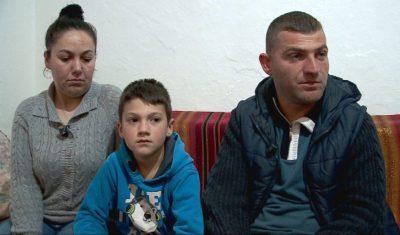 """""""Më 15 prill na nxjerrin nga shtëpia"""" Historia e trishtë e një babai që jeton në karrocë me rrota"""