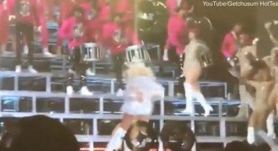 Humbet ekuilibrin, Beyonce rrëzohet në skenën e Coachella (VIDEO)