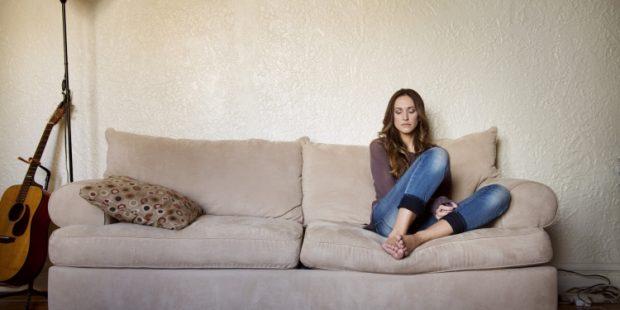 Çfarë bëjnë femrat kur janë vetëm në shtëpi? Zbulojeni!