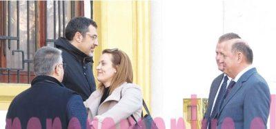 DASHURI në kohërat e pushtetit! Ministra e deputetë të PËRQAFUAR dhe të lumtur me njëri-tjetrin (FOTO)