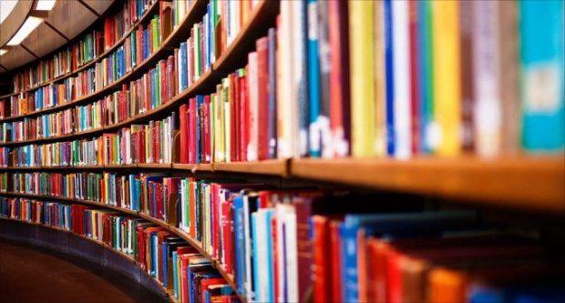 """10 shprehjet që do t'ju bëjnë """"t'u futeni librave me kokë"""""""