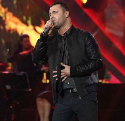 """Këngëtari shqiptar e pranon publikisht: """"Kam fiksim Fatmën e Thumbit"""""""