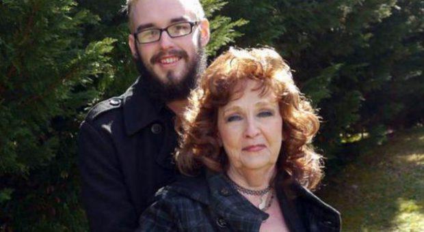 19 vjeçari i dashuruar marrëzisht në 72 vjeçaren: Është perfekte në seks