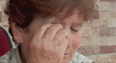 Iu shuan 6 familjarë njëri pas tjetrit, DRAMAT e jetës si në filma të lushnjares 58-vjeçare (VIDEO)
