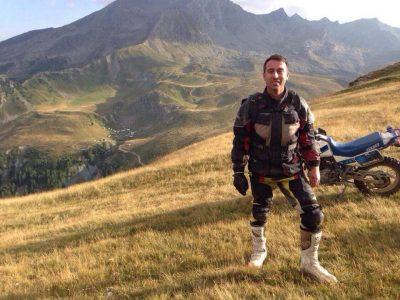 Ditë e kobshme për familjarët, vdes këngëtari shqiptar pas një aksidenti me motor