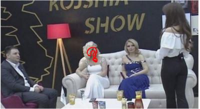 E prisnit/ Reagimi i kësaj këngëtareje kur nusja hyn live në emision do ju lë pa fjalë (VIDEO)