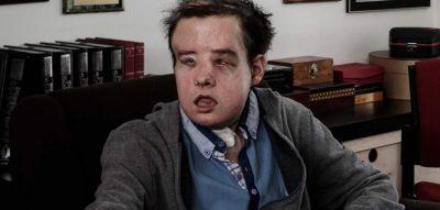 Jo vetëm shprehje por e vërtetë! Ky është njeriu me tre fytyra (FOTO)