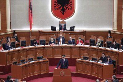 Shumë shpejt në parlament! Këngëtari shqiptar 'lë' muzikën për tu bërë pjesë e politikës?