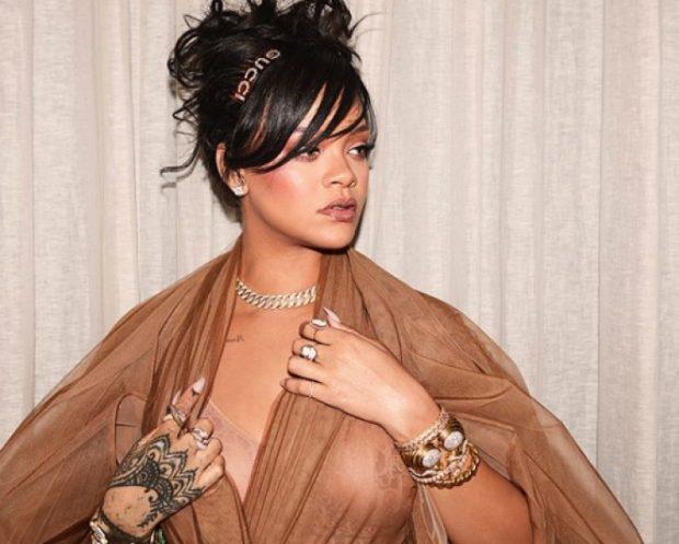 Rihanna nuk heq dorë nga kilogramët e tepërt, shikoni si u duk në 'Coachella' (FOTO)