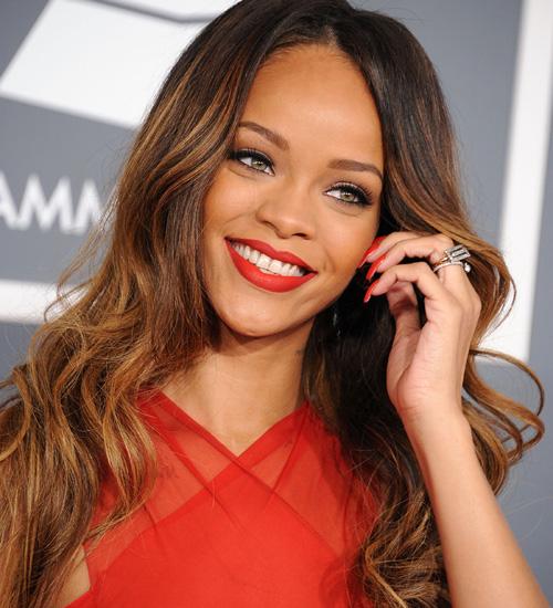 Rihanna shfaqet super hot e veshur me të brendshme, i jep përgjigje thashethemeve (FOTO)