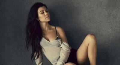 Totalisht e zhveshur, Khloe Kardashian shfaqet provokative (FOTO)