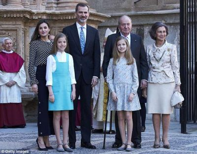 """Plas sherri në Spanjë/ Familja mbretërore """"zihet"""" para kamerave (FOTO)"""