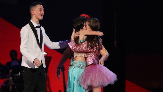 """Gara në """"The Voice"""" po bëhet më e fortë/ Plotësohen 12 gjysmëfinalistët, Stina dhe Danjela shpëtohen nga publiku"""