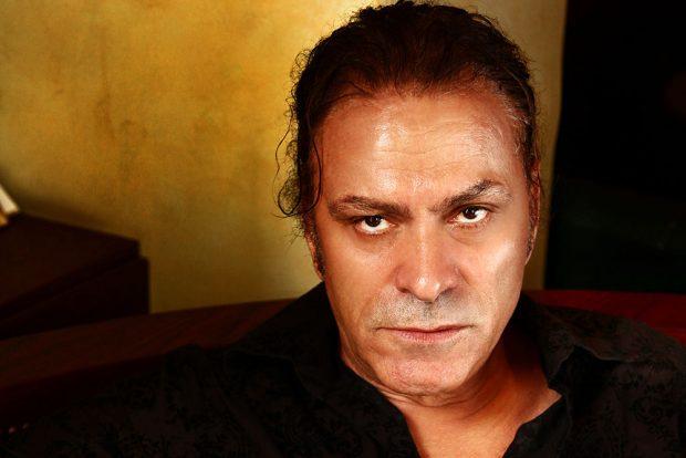 Timo Flloko ndryshon pamje, aktori duket shumë vite më i ri (FOTO)