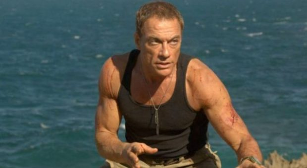 """Van Damme """"çmend"""" Serbinë, vihet në rolin e shqiptarit që shkatërron bandën serbe (VIDEO)"""