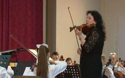 """""""ARTI NË ZI"""" / Ndahet nga jeta violinistja e mirënjohur Viola Bajraktari"""