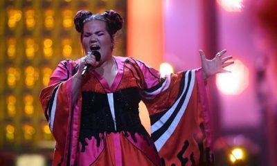 Fitueses së Eurovizionit i ndodh incidenti i pakëndshëm pasi merr çmimin, video bëhet virale