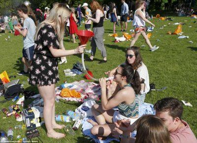 """Festa e """"çmendur"""" e studentëve të Kembrixhit (FOTO)"""