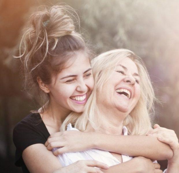 Tetë sekrete që nëna mund të të rrëfejë mbi dashurinë