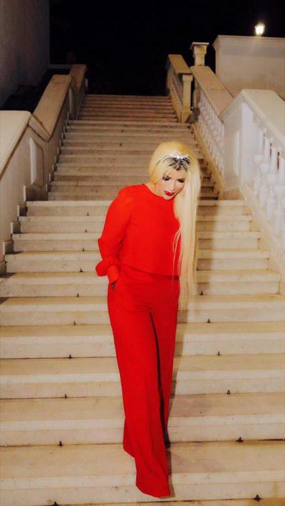"""""""Dashuria e jetës sime!"""" 16 vjet pas vdekjes së bashkëshortit, këngëtarja shqiptare përlot me dedikimin"""