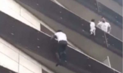 Çfarë donte fëmija në ballkon? Detaje nga historia që rrëmbeu vëmendjen e gjithë botës (VIDEO)