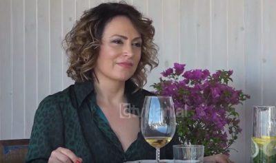 E PABESUESHME POR E VËRTETË/ Eni Vasili: Në 97-ën shkoja të jepja lajmet me tank… (VIDEO)