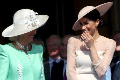 MOMENTI I SIKLETSHËM/ Princin Harry e pickon një bletë në publik dhe Meghan nuk përmban dot… (VIDEO)