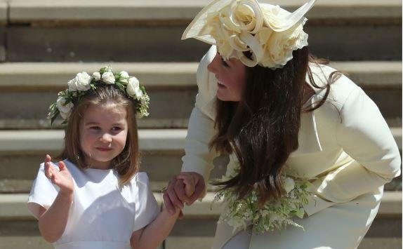 Kate Middleton e thjeshtë dhe elegante në park me fëmijët, ja sa kushton fustani i saj