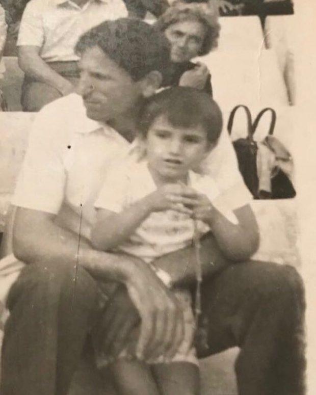 NUK DO TA BESONI/ E njihni këtë vogëlush? Sot është një politikan i njohur shqiptar (FOTO)