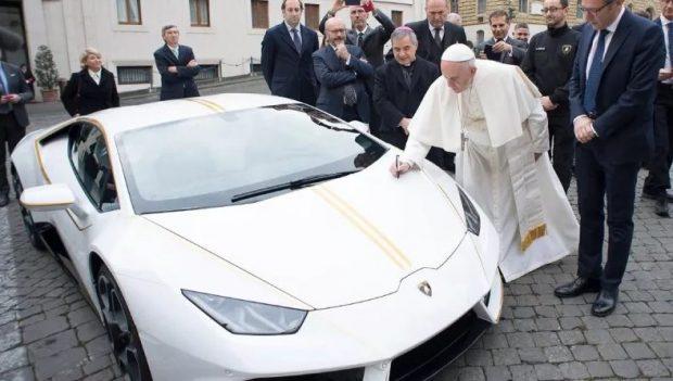 Autovetura luksoze/ Lamborghini i Papës shitet për 715 mijë Euro