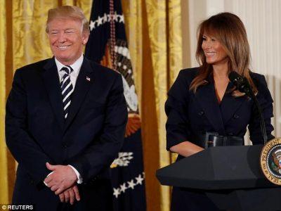 Puthje dhe lëvdata: Të dashuruar apo të ndarë, pikëpyetjet mbi Trump dhe Melanie (FOTO)