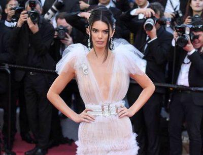 E PAPRITUR/ Kendall Jenner përfshihet në aksident automobilistik