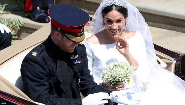 DASMA E MADHE/ Ceremonia e Princ Harryt me Meghan, nga puthja te shëtitja me pajton (DETAJE)