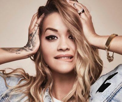 Rita Ora në gjendje jo të mirë shëndetësore, fansat të irrituar me këngëtaren shqiptare (VIDEO)
