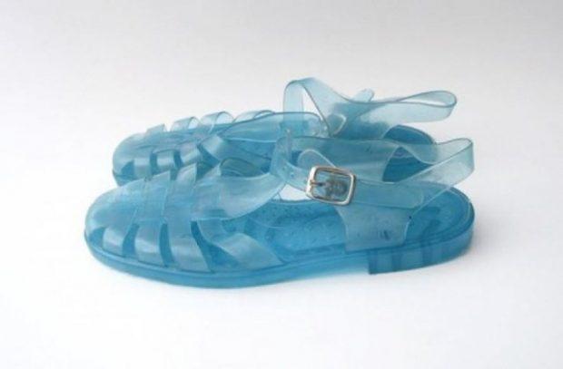Gjejini ku i keni fshehur sandalet e preferuara të fëmijërisë se sot kushtojnë sa qimet e kokës (FOTO)