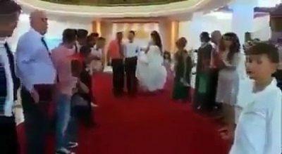 """""""GRUSHTA DHE GODITJE""""/ Tradita e rrahjes së dhëndrit te shqiptarët, shikoni çfarë i bëjnë (VIDEO)"""