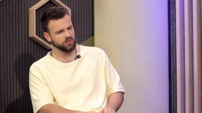 HABIT këngëtari shqiptar: Kam festuar kur e dashura ime më tradhëtoi