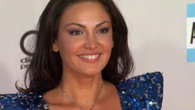 Kush e NDRYSHOI Bleona Qeretin? Këngëtarja shqiptare shfaqet shumë ndryshe (FOTO)
