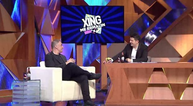 """Arian Çani i nxjer """"të palarat"""" Ermal Mamaqin në emision: Ça bën ti o plak.. (VIDEO)"""