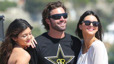 Vëllai martohet dhe nuk fton motrat, çudirat në familjen Kardashian s'kanë fund