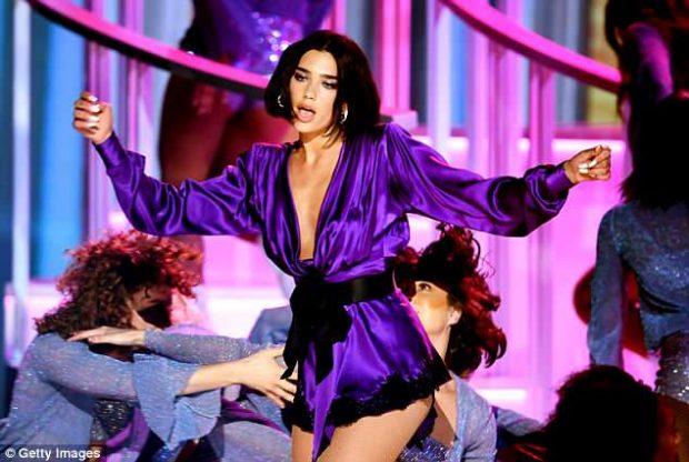 """""""NDEZ SKENËN""""/ Dua Lipa performancë mahnitëse në Billboard Music Awards (VIDEO)"""