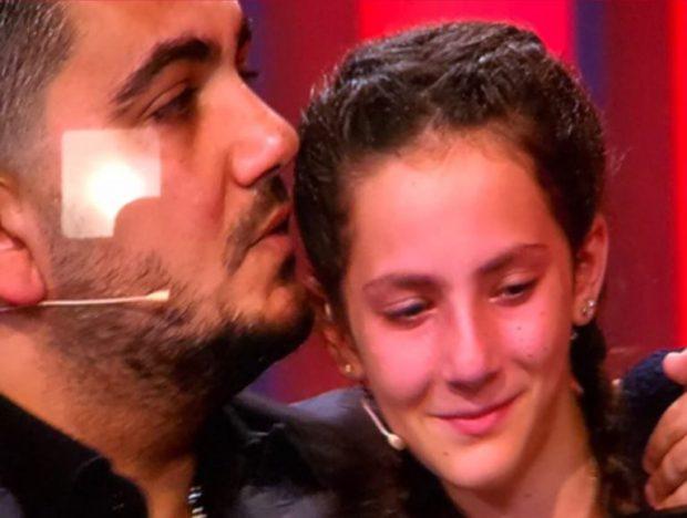 Kështu nuk e kishit parë ndonjëherë Ermal Fejzullahun! Shpërthen në lot gjatë emisionit (FOTO)