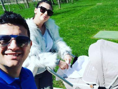 Ermal Mamaqi publikon foton e ëmbël me Amin dhe Sian: Ja sa është rritur vogëlushja e tyre