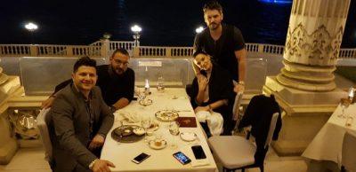 Almeda Abazi dhe aktori turk Tolgahan e ftojnë për kafe turke, shihni si tallet Ermal Mamaqi: Më kthyen… (VIDEO)