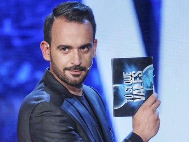 """Prezantuesi i njohur LARGOHET nga """"Top Channel"""", i jep lamtumirën stafit dhe… (FOTO)"""