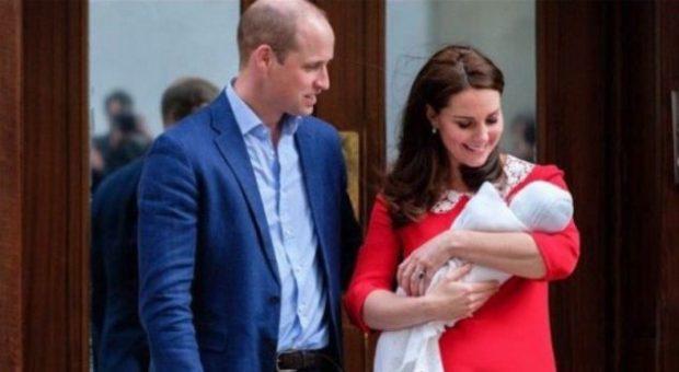 DO TË MREKULLOHENI/ Fotografia e parë e princit më të ri të familjes mbretërore