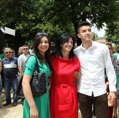 Djali i Jozefina Topallit bën 23 vjeç, ish-kryeparlamentarja mesazh prekës për të birin